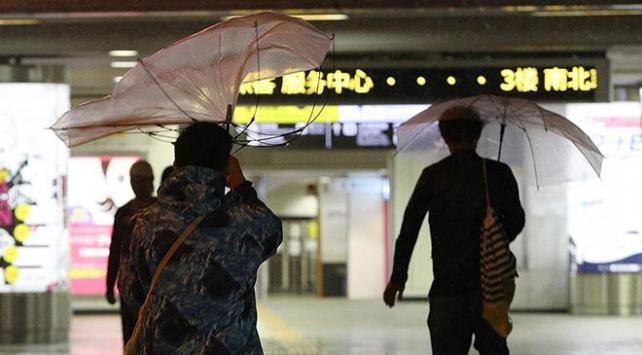 Japonyada Trami tayfunu hayatı felç etti