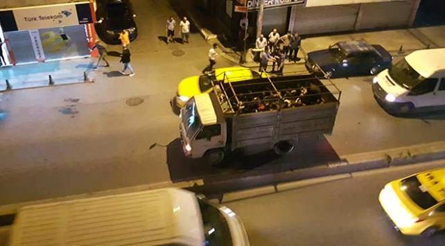 İstanbulda kamyon kasasında 42 göçmen yakalandı