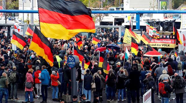 Almanyada aşırı sağcılardan yürüyüş