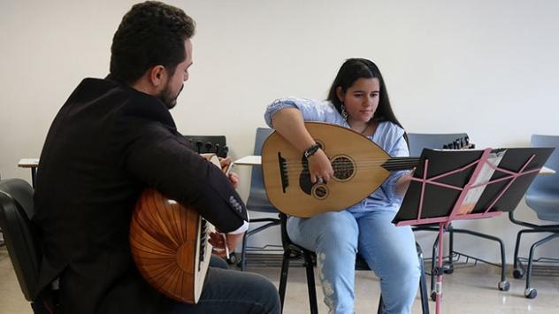 Otizmli Rabia müzik yeteneğiyle üniversite hayaline kavuştu