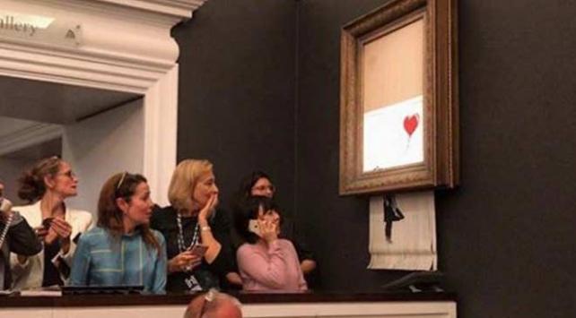 İngiliz grafiti sanatçısı Banksynin tablosu satıldıktan sonra parçalara ayrıldı