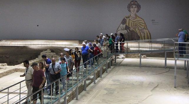 Şanlıurfa Arkeoloji ve Mozaik Müzesi ziyaretçilerini görsel canlandırmalarla karşılıyor