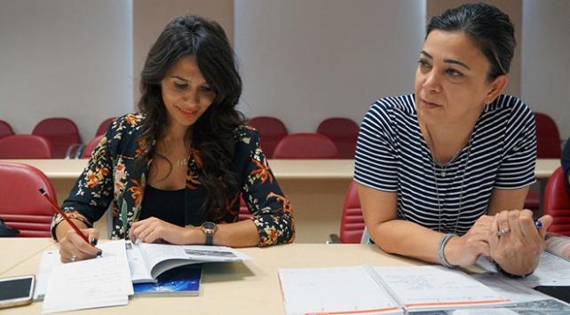 Sağlık çalışanları yabancı hastalar için İngilizce öğreniyor