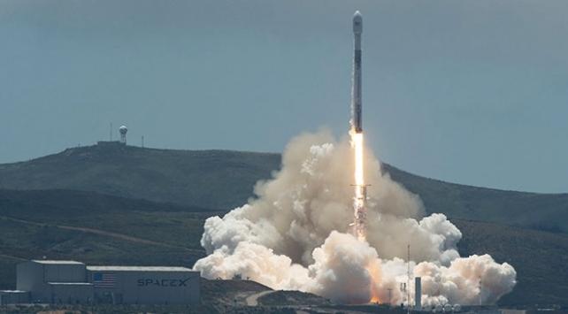 SpaceX gözlem uydusunu uzaya fırlattı