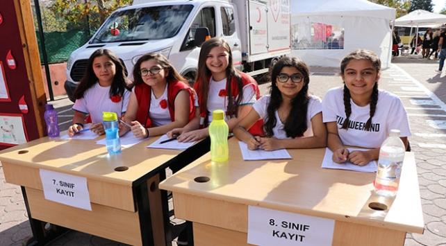 Edirnede öğrenciler kan bağışı toplamak için yarıştı