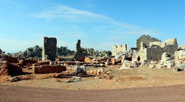Antalyada yabani otların altından çıkan 2 bin 200 yıllık antik kent
