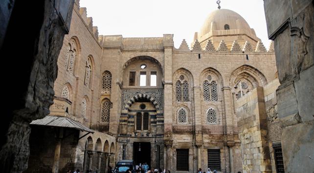 Kahiredeki Türk tarihi eserleri açık hava müzesi: El-Muiz Caddesi