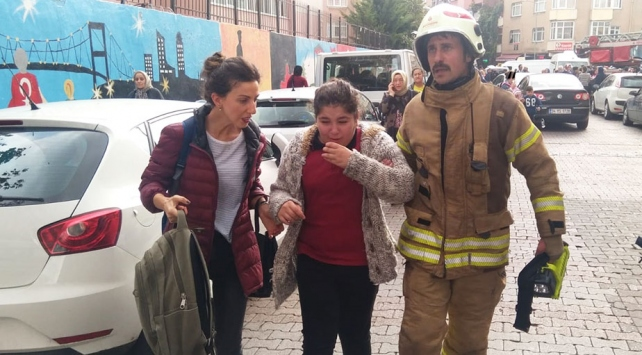 İstanbulda ortaokulda yangın