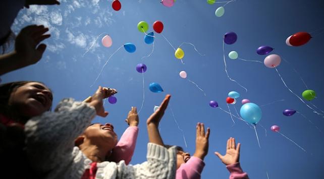 Düzcede 95 kız çocuğu rengarenk dilek balonlarını gökyüzüne bıraktı
