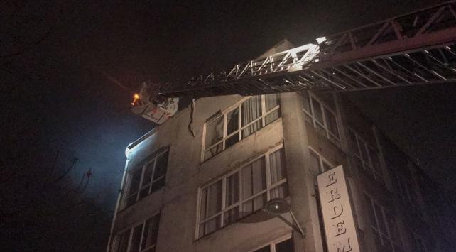 Fatihte iş yeri yangını
