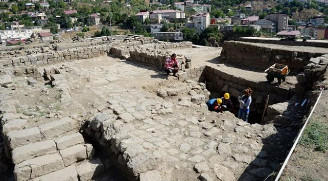 Evliya Çelebinin Seyahatname eserindeki yapıları bulmaya çalışıyorlar