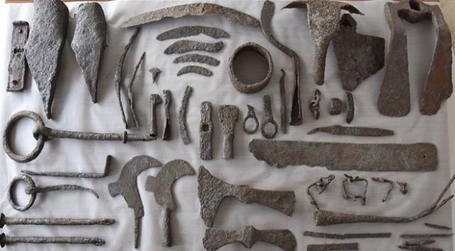 Çanakkalede bin 500 yıllık tarım ve marangoz aletleri bulundu