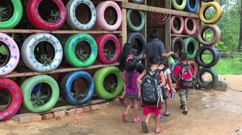 Kamboçyanın geri dönüşüm okulu: Coconut School