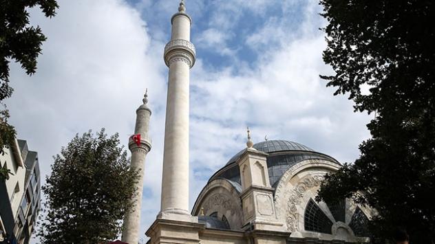 Cihangir Camii yeniden ibadete açıldı