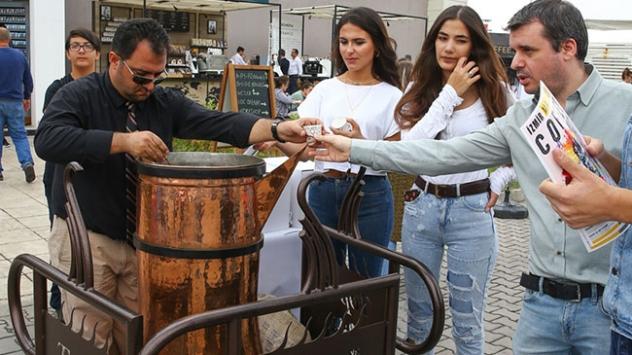 Dev cezvede pişirilen Türk kahvesini bin kişiye ikram ettiler