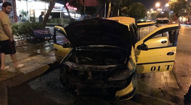 Adanada ticari taksi yandı