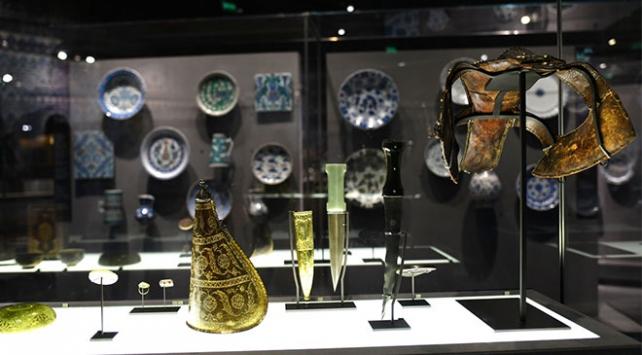 """""""İslam Sanat Eserleri"""" Paris Louvre Müzesinde sergileniyor"""