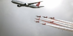 THYden Türk Yıldızları ile THY uçağının tarihi uçuşuna klip