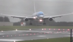 İnişe geçen uçak şiddetli rüzgar nedeniyle yan döndü