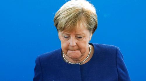 Merkelin koalisyon ortağı CSU Bavyerada en ağır yenilgisini aldı