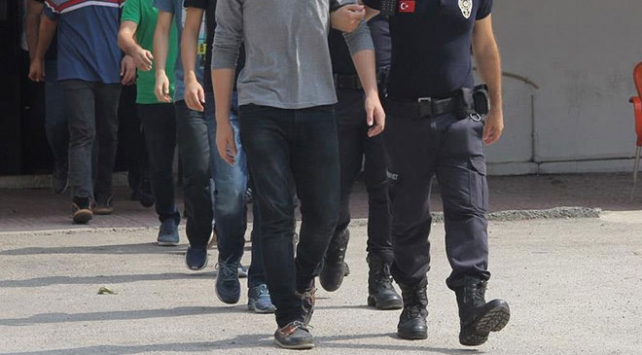 FETÖnün üniversite yapılanmasına operasyon: 20 gözaltı