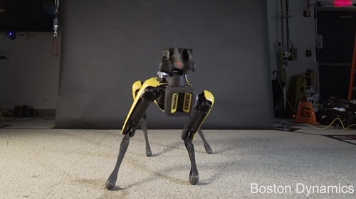 Boston Dynamics'in robot köpeğinden dans performansı
