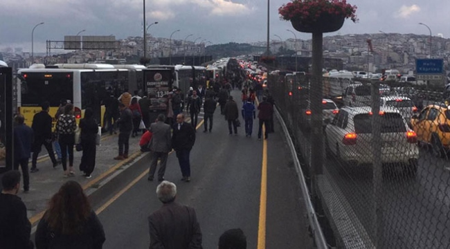İstanbulda metrobüs arızası seferleri aksattı