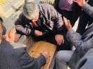 İstanbul'da bir bankta toplandılar, çocukluk özlemlerini giderdiler