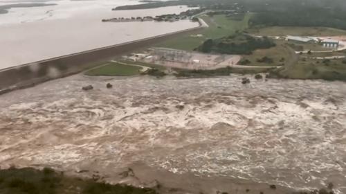 Teksasta sel nedeniyle nehir taştı