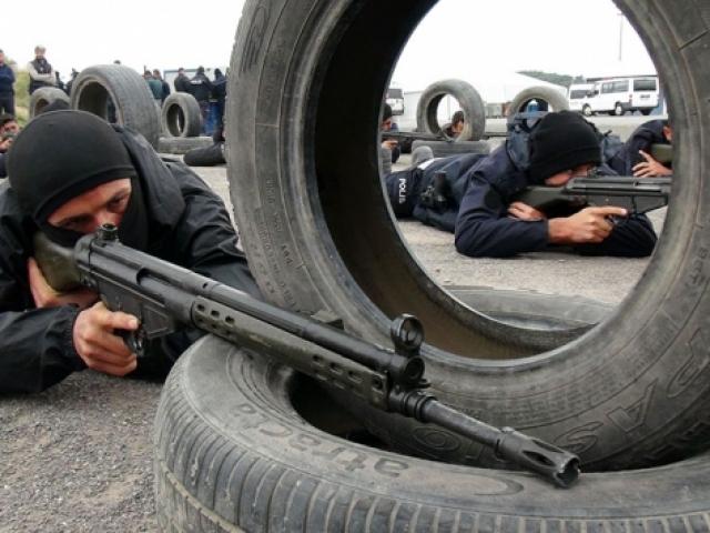 İstanbulda polis ve bekçiye komando eğitimi