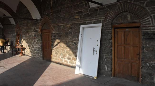 Bursa tarihi handaki çelik kapı sökülerek yerine orijinali takıldı