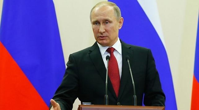 Rusya Devlet Başkanı Putin: Teröristler ABD ve Avrupa vatandaşlarını esir aldı