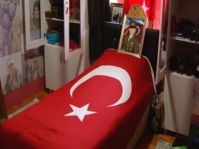 Sakaryada 2 şehit ailesi oğulları için anı odası düzenledi