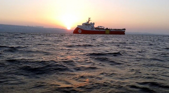 Barbaros Hayreddin Paşa gemisini taciz eden Yunan fırkateyni engellendi