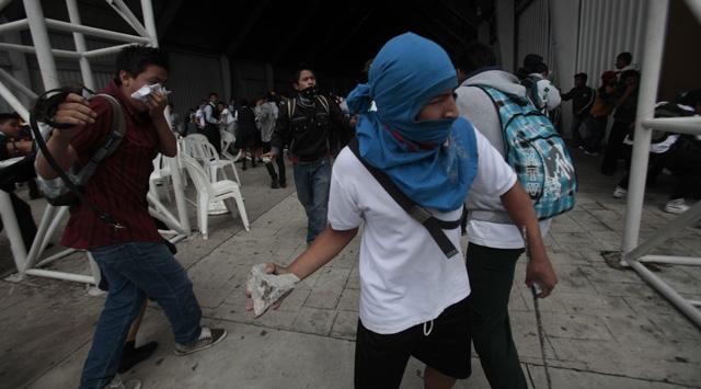 Guatemalada Öğrenciler Sokaklarda