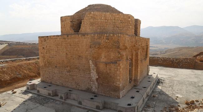 Hasankeyfteki tarihi İmam Abdullah Zaviyesinin eyvanı da taşındı
