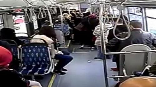 Otobüsü şoförü, kalp krizi geçiren yolcuyu hastaneye yetiştirdi