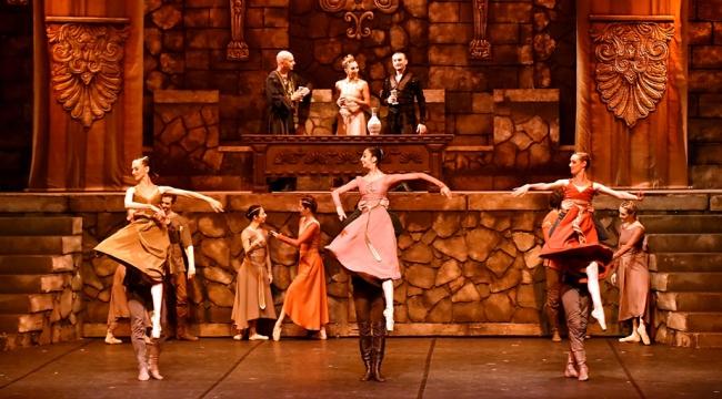 """Mersinde """"Hamlet"""" balesi sahneledi"""