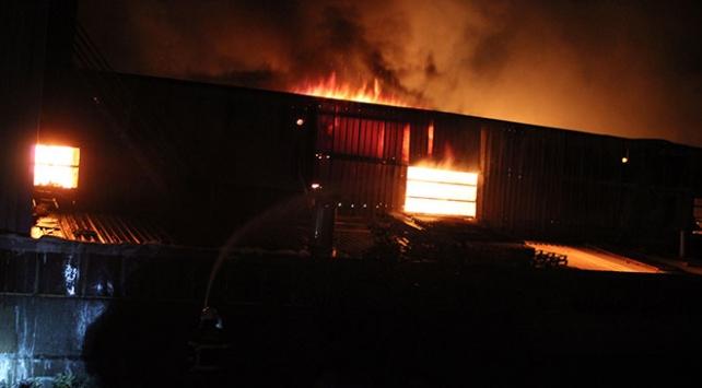 Hatayda çıkan yangında narenciye fabrikası kül oldu