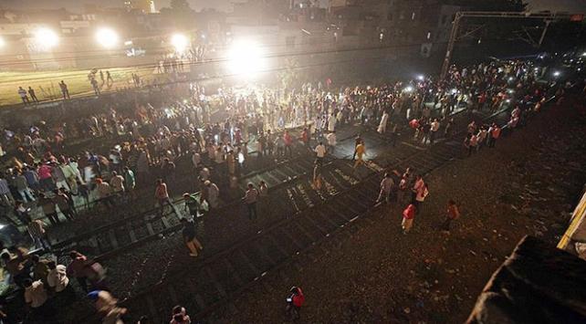 Hindistanda tren faciasında ölenlerin sayısı 61e yükseldi