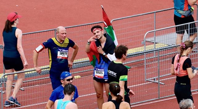 Hollandada Filistinliler için koştu