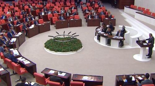 Meclisteki tüm konuşmalar stenograflar tarafından kaydediliyor
