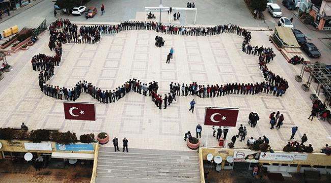 """Lise öğrencilerinden """"Türkiye haritası"""" koreografisi"""