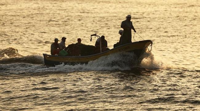 İsrail 2 Filistinli balıkçıyı gözaltına aldı