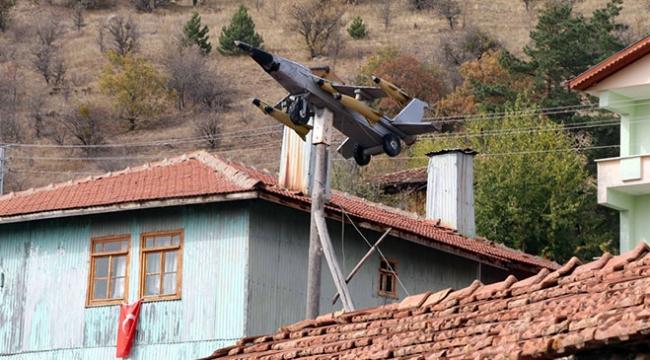 Çankırının uçaklı köyü görenlerin ilgisini çekiyor