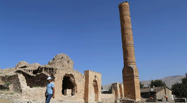 611 yıllık Süleyman Han Camiinin minaresi taşınıyor