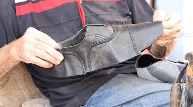 83 yaşındaki ayakkabı ustası müşterilerinin ayak ölçülerini arşivinde saklıyor