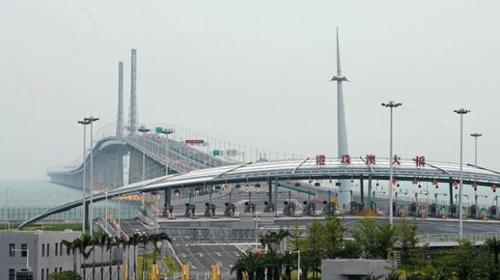 Çinde dünyanın deniz üzerindeki en uzun köprüsü açıldı