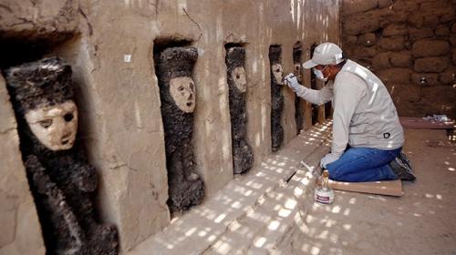 Peruda 800 yıllık 19 ahşap heykel bulundu