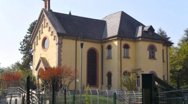 İtalyada şapel binasının cami yapılmasına engel